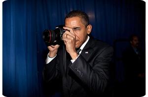 Obama-camera_1394410i